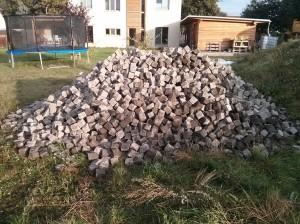 18 Tonnen Pflastersteine